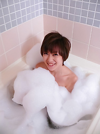 Akina Hara - Akina Hara in a warm bath give a japan blowjob - Picture 2