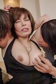 Ririsu Ayaka - Curvy Ririsu Ayaka creamed by two she gave an asian blowjob to - Picture 5