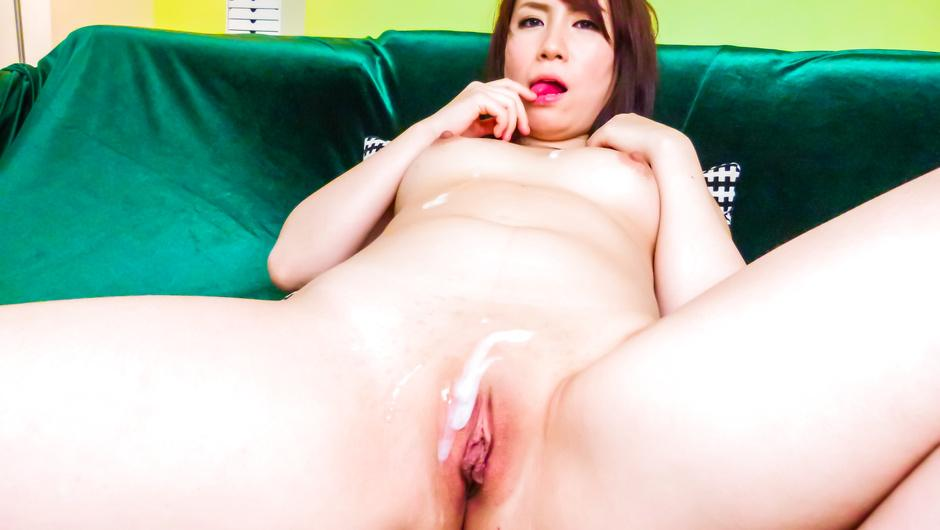 Sakura Ooba enjoying jizz on pussy from two guys