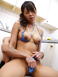 Maki Sakashita - Vagina berbikini bengkok membelai dan bermain-main - gambar 10