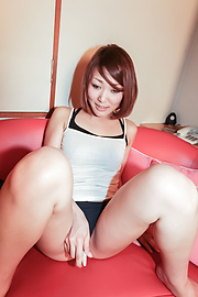 Rui - Amateur MILF Rui gives a japan blowjob and fucks him - Picture 2