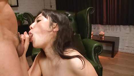 Big breasted babe Azusa Nagasawa gives an asian blowjob