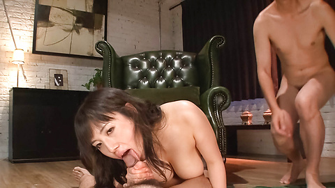 Azusa Nagasawa - หน้าอกใหญ่ให้ blowjob เอเชีย Babe ซึนางาซาวะ -  7 รูปภาพ
