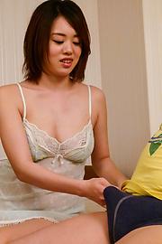 Yuna Satsuki - Busty Asian Yuna Satsuki Memberikan Handjob Titjob & Blowjob - gambar 10