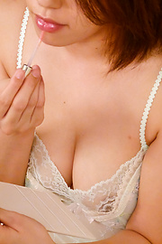 Yuna Satsuki - Busty Asian Yuna Satsuki Memberikan Handjob Titjob & Blowjob - gambar 2