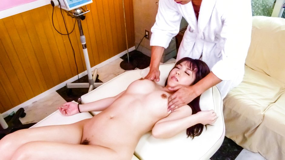 Chinatsu Kurusu gives an asian blowjob and fucks in group sex