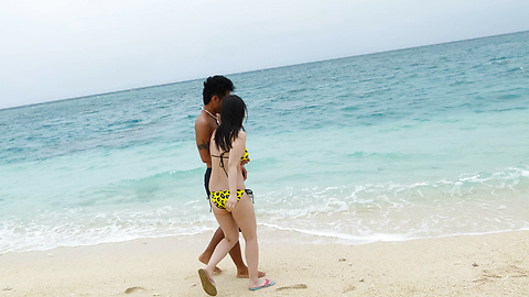 Hina Maeda - Hina Maeda asian girls sucking cocks and fucking at the beach - Picture 2