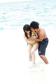 Hina Maeda - Hina Maeda asian girls sucking cocks and fucking at the beach - Picture 3