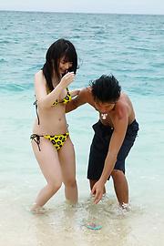 Hina Maeda - Hina Maeda asian girls sucking cocks and fucking at the beach - Picture 5