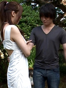 Hitomi Oki - Hitomi Oki enjoys random guy's dick in the park - Screenshot 1