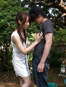 Hitomi Oki - Hitomi Oki enjoys random guy's dick in the park - Screenshot 3