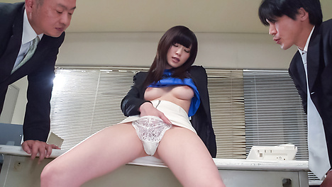 Sara Yurikawa jizzed on her hair after good Asian blow job