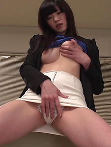 Sara Yurikawa - Sara Yurikawa jizzed on her hair after good Asian blow job  - Screenshot 10