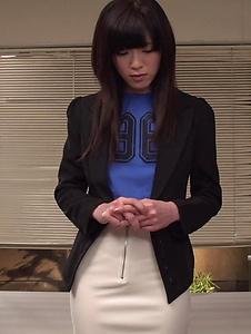 Sara Yurikawa - Sara Yurikawa jizzed on her hair after good Asian blow job - Screenshot 3