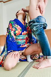 Ayumi Shinoda - Woman in sexy kimono, Japanese blow job on cam  - Picture 4