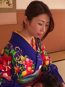 Ayumi Shinoda - Woman in sexy kimono, Japanese blow job on cam  - Screenshot 10