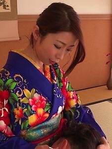 Ayumi Shinoda - Woman in sexy kimono, Japanese blow job on cam  - Screenshot 11