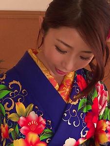 Ayumi Shinoda - Woman in sexy kimono, Japanese blow job on cam  - Screenshot 12