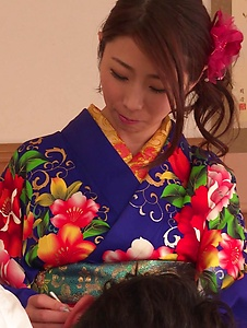 Ayumi Shinoda - Woman in sexy kimono, Japanese blow job on cam  - Screenshot 1