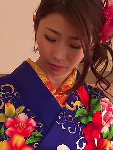 Ayumi Shinoda - Woman in sexy kimono, Japanese blow job on cam  - Screenshot 2
