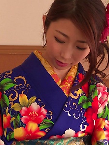 Ayumi Shinoda - Woman in sexy kimono, Japanese blow job on cam  - Screenshot 4