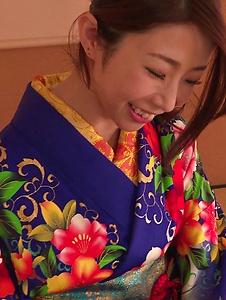 Ayumi Shinoda - Woman in sexy kimono, Japanese blow job on cam  - Screenshot 6