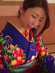 Ayumi Shinoda - Woman in sexy kimono, Japanese blow job on cam  - Screenshot 8