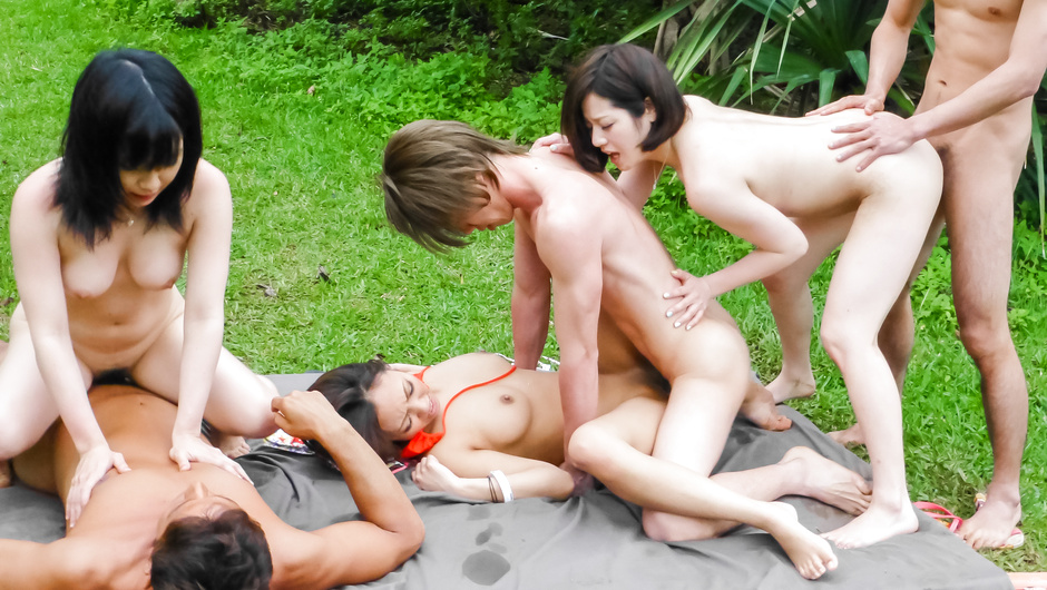 Asian milf outdoor porn in group session