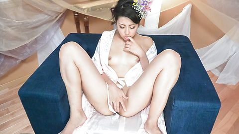 Yuna Shiratori - Japanese masturbation show by Yuna Shiratori  - Picture 10