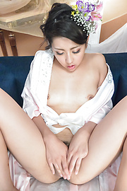 Yuna Shiratori - Japanese masturbation show by Yuna Shiratori  - Picture 12