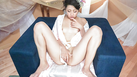 Yuna Shiratori - Japanese masturbation show by Yuna Shiratori  - Picture 8