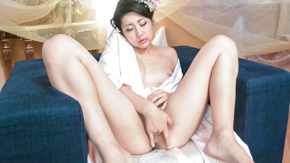 Gorgeous Asian milf amazing pussy stimulation