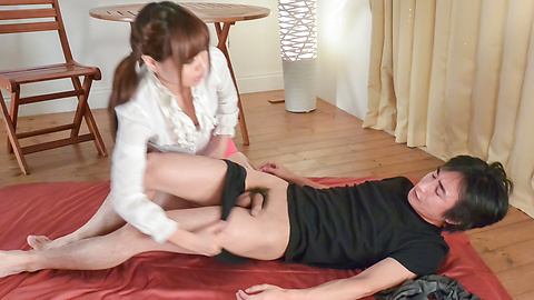 Haruna Kawase - Hot milf gives amazing Japanese blowjob  -  4 รูปภาพ