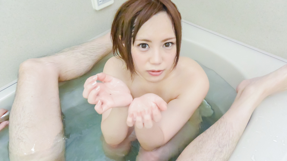 Dazzling POV Japanese blowjob in the tub