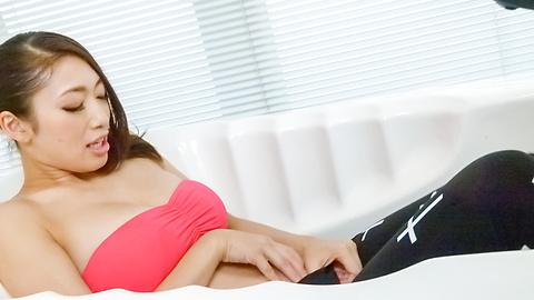 Reiko Kobayakawa - 时尚的日本女生玲子会手淫和吸公鸡 - 图片 7