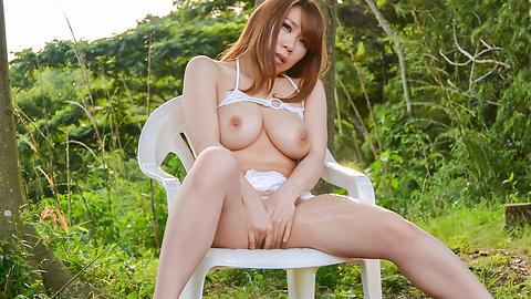 Iroha Suzumura - Outdoor sensations for curvy assIroha Suzumura - Picture 1