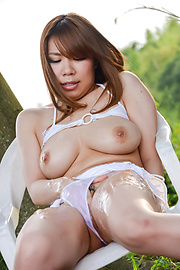 Iroha Suzumura - Outdoor sensations for curvy assIroha Suzumura - Picture 5