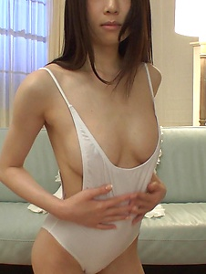 Ryo Makoto - Ryo Makoto plays with the pussy in amateur Asian solo  - Screenshot 7