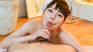 Rei Mizuna sucks the dick in pure Asian amateur porn