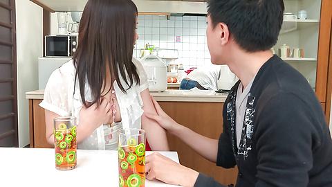 Sanae Akino - 亚洲业余开始吸吮公鸡真的热方式 - 图片 12