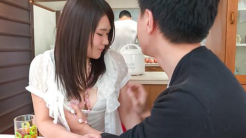 秋野早苗 - 兄貴に隠れてフェラ ~ 秋野早苗 - Picture 6