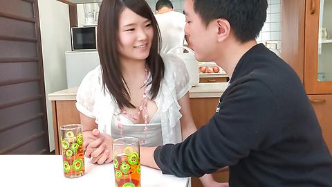 秋野早苗 - 兄貴に隠れてフェラ ~ 秋野早苗 - Picture 9