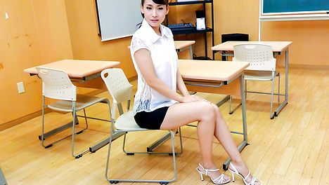 Japanese teacher, Yui Oba, in group action