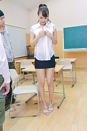 Yui Oba - Japanese teacher, Yui Oba, in group action  - Picture 4