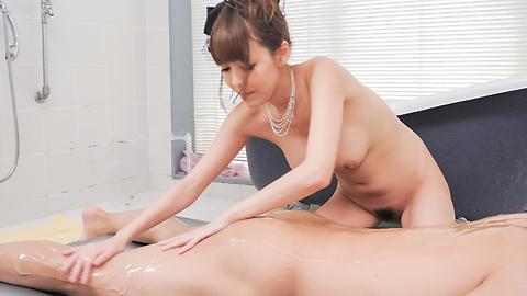 Akari Asagiri - Appealing milf Akari Asagiri supern XXX in the tub  - Picture 6