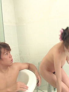 Akari Asagiri - Appealing milf Akari Asagiri supern XXX in the tub  - Screenshot 5