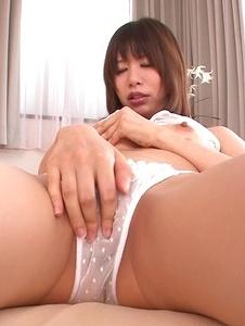 Junna Kogima - Curvy Junna Kogima masturbates and gives a japanese blowjob - Screenshot 11
