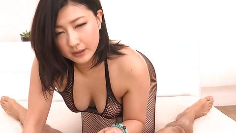 Megumi Haruka - Gorgeous MILF Megumi Haruka asian woman blowjob to two - Picture 2
