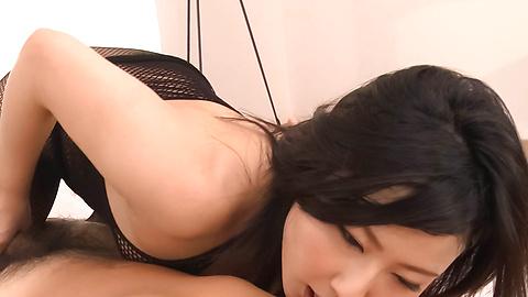 Megumi Haruka - Gorgeous MILF Megumi Haruka asian woman blowjob to two - Picture 3
