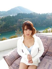 Maika - Maika ให้ blowjobs กลางแจ้งให้สองหนุ่มเอเชีย -  3 รูปภาพ